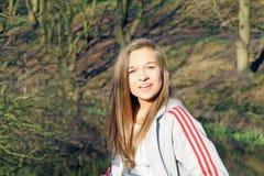 Tonårs- flicka i träna Arkivfoto