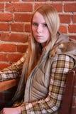 Tonårs- flicka med allvarlig blick Arkivfoto