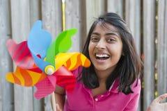 Tonårs- flicka med lilla solen Arkivfoto