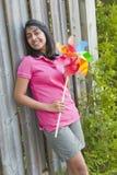 Tonårs- flicka med lilla solen Arkivbilder