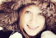 Flicka i snow royaltyfri foto