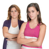 Tonårs- flicka och hennes ledsen moder som är ilskna på de Arkivbild