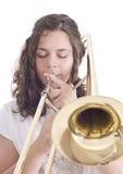 Tonårs- flicka som spelar trombonen royaltyfri bild