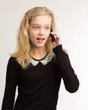 Tonårs- flicka som talar på hennes telefon Royaltyfria Bilder