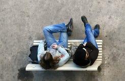tonårs- flickasamtal Arkivfoton