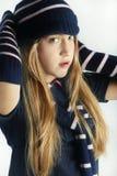 Tonårs- flickor som tycker om vintern Arkivfoton