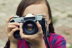 tonårs- kameraflicka Royaltyfri Foto