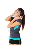tonårs- lyssnande musik för flickahörlurar Royaltyfri Fotografi