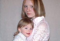 tonårs- modersystrar Royaltyfria Bilder