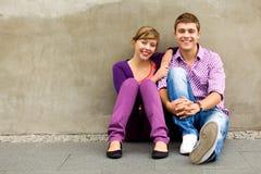 tonårs- par Fotografering för Bildbyråer