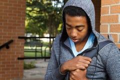 Tonårs- pojke som har problem på skolan Fotografering för Bildbyråer