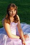 tonårs- studentbal för klänningflickadeltagare Royaltyfria Bilder