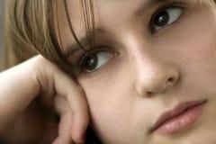 tonårs- tanke för flicka Royaltyfria Bilder