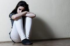 tonårs- tryckt ned flicka Royaltyfri Fotografi