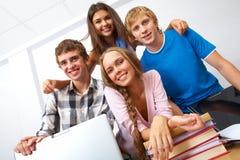 tonårs- vänner royaltyfri bild