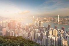 Ton de coucher du soleil au-dessus de vue aérienne du centre d'affaires centrales de ville de Hong Kong Image libre de droits
