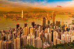 Ton de coucher du soleil au-dessus de vue aérienne du centre d'affaires de ville de Hong Kong image libre de droits
