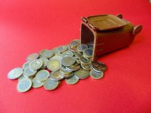 Ton of Money. Geld aus der Mülltonne! Money out of a Ton Royalty Free Stock Photography