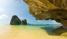 Ton Sai strand i Krabi Arkivfoto