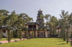 Ton Vietnam: Thien Mu pagod royaltyfria bilder