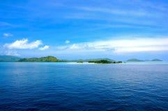 Tonalità del paesaggio blu e verde dell'isola Immagini Stock