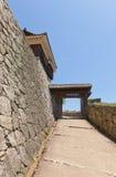 Tonashimon门(1800)松山城堡,日本 免版税库存图片