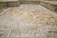 Tondo per cemento armato dei basamenti dello scavo della costruzione fotografie stock