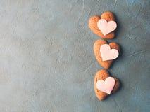 Toned textured corações concretos da cookie do fundo Imagem de Stock Royalty Free