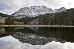 Toneel bergmeer, Hoge Siërra meer Royalty-vrije Stock Foto