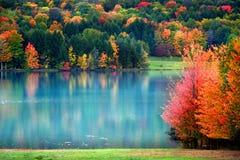 Toneel de herfstlandschap in Pennsylvania stock foto's