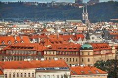 Toneel de zomer luchtpanorama van de Oude Stadsarchitectuur in Praag, Tsjechische Republiek royalty-vrije stock afbeelding