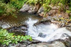Toneel kleine waterval bij het noorden in Thailand Stock Fotografie