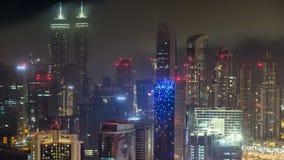 Toneel luchtmening van een grote moderne stad bij nacht timelapse Bedrijfsbaai, Doubai, Verenigde Arabische Emiraten stock footage