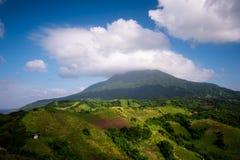 Toneel Mening van Mt Iraya bij de Rolling Heuvels van Vayang, Batanes, Phili Royalty-vrije Stock Afbeelding