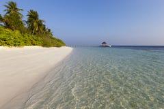 Toneel mening van tropisch eiland bij ochtend Stock Foto