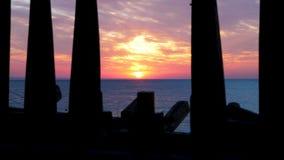 Toneel mooie zonsopgang over het overzees stock videobeelden