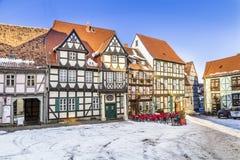 Toneel oude half betimmerde huizen in Quedlinburg Stock Afbeeldingen
