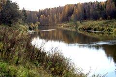 Toneel rivier in de herfst Royalty-vrije Stock Foto