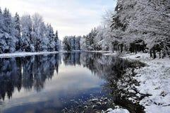 Toneel rivier in de winter Stock Foto's