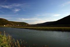 Toneel rivier en landschap Royalty-vrije Stock Foto
