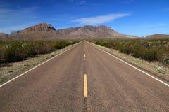 Toneel woestijnweg Stock Afbeelding