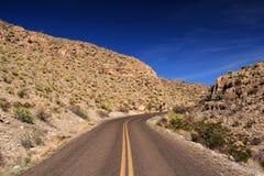 Toneel woestijnweg Stock Afbeeldingen