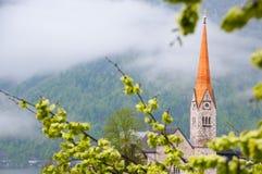 Toneel ziet de beeld-prentbriefkaar mening van beroemd Hallstatt-bergdorp met Hallstaetter in de Oostenrijkse Alpen, gebied van S Royalty-vrije Stock Foto
