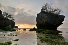 Toneel zonsondergang Het strand van Padangpadang Pecatu bali indonesië stock afbeeldingen