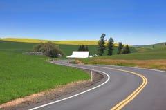 Toneelaandrijving door landbouwbedrijf Stock Foto