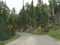 Toneelaandrijving op Naaldenweg, Custer State Park, Zuid-Dakota stock afbeelding