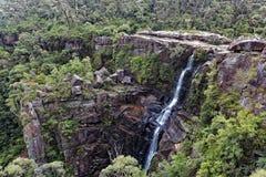 Toneelaantrekkelijkheden Australische watervallen stock foto's