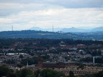 Toneelcityscape landschap van de Europese stad, Leith River en vooruit de Brug van Edinburgh in Schotland, het UK bij de zomerdag royalty-vrije stock foto's