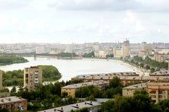 Toneeldakmening van de stad van Omsk en Irtysh-rivier Royalty-vrije Stock Foto's