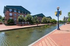 Toneelgebied in Carrol Creek Promenade in Frederick, Maryland Stock Foto
